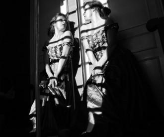 A l'ombre, la prisonnière